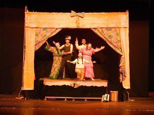 """""""Sheikispir na Burundanga"""" abriu a programação teatral do festival na Urca"""