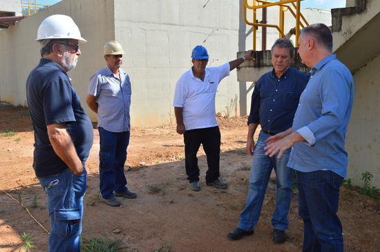 Diretor do DMAE e servidores esclarecem detalhes técnicos da obra para prefeito Sérgio