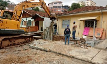 Secretaria de Obras realiza contenção na Av. Ubirajara Machado de Moraes