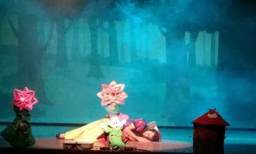 """""""Tarde de Teatro"""" leva arte e cultura a alunos da rede municipal e público em geral"""