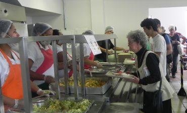 Idosos com renda de até 2 salários mínimos pagam R$2 na refeição do Restaurante Popular a partir desta sexta-feira