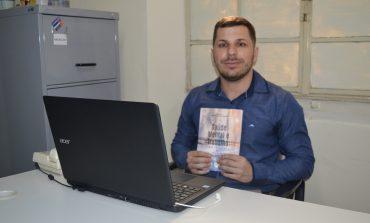 Psicólogo da Prefeitura de Poços lança livro sobre saúde mental e trabalho