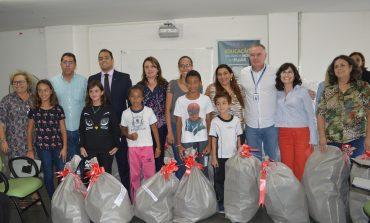 Unidades de educação integral recebem kits de brinquedos da Receita Federal