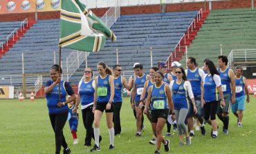 Desfile de delegações marcou início da 41ª Olimtra