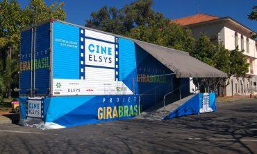 Poços recebe projeto gratuito de cinema itinerante