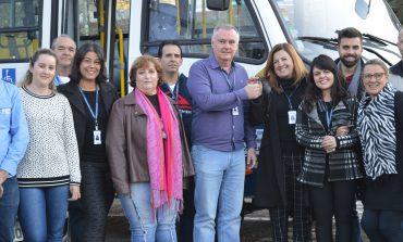Secretaria de Promoção Social recebe micro-ônibus e seis novos veículos