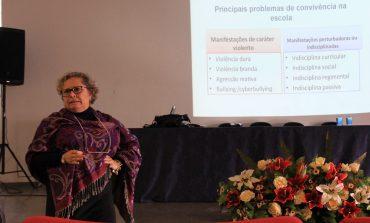 Secretária de Educação ministra formação sobre violência na escola