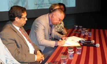 Prefeito assina projeto que institui Plano de Convivência Ética nas escolas municipais de Poços de Caldas