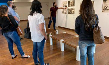 """Alunos da rede municipal visitam exposição """"Antonio Candido em Poços de Caldas"""" no IMS"""