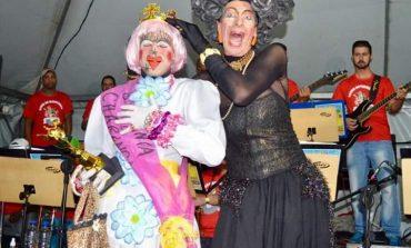 """Eleição da """"Baranga da Charanga"""" anima domingo de Carnaval em Poços"""