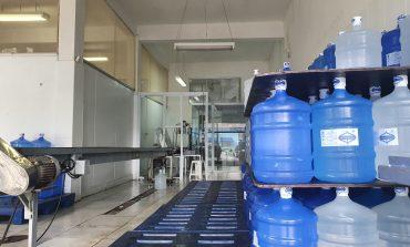 Água Poços de Caldas está em promoção. Galões de 10L e 20L saem a R$8,00 com a entrega