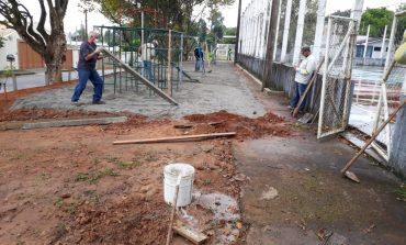 Prefeitura instala novo parquinho infantil no Bortolan
