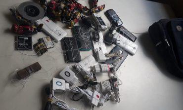 GM encontra mochila com 11 celulares no cemitério