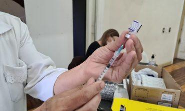 3ª Dose | Aplicação da  vacina contra COVID-19 segue em Poços