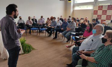 ONG 101 Líderes apresenta projeto para secretários municipais de Poços