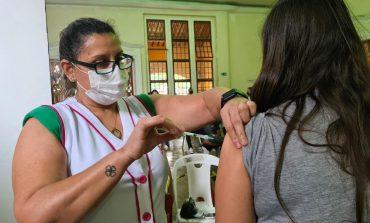 3ª Dose |  Aplicação da vacina contra COVID-19 para idosos e profissionais de saúde segue na quarta
