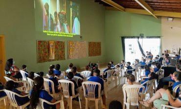 Rasgacêro exibe filme 'Um Boi Bem + Brasileiro' em escolas públicas municipais
